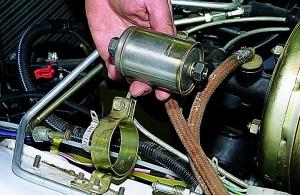 toplivnyiy filtr3 300x195 - Топливный фильтр нива 21214 инжектор где находится